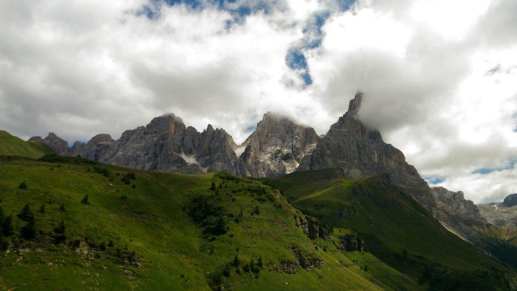 Vista da Monte Castellazzo_Trekking del Cristo Pensante Cristo Pensante Passo Rolle