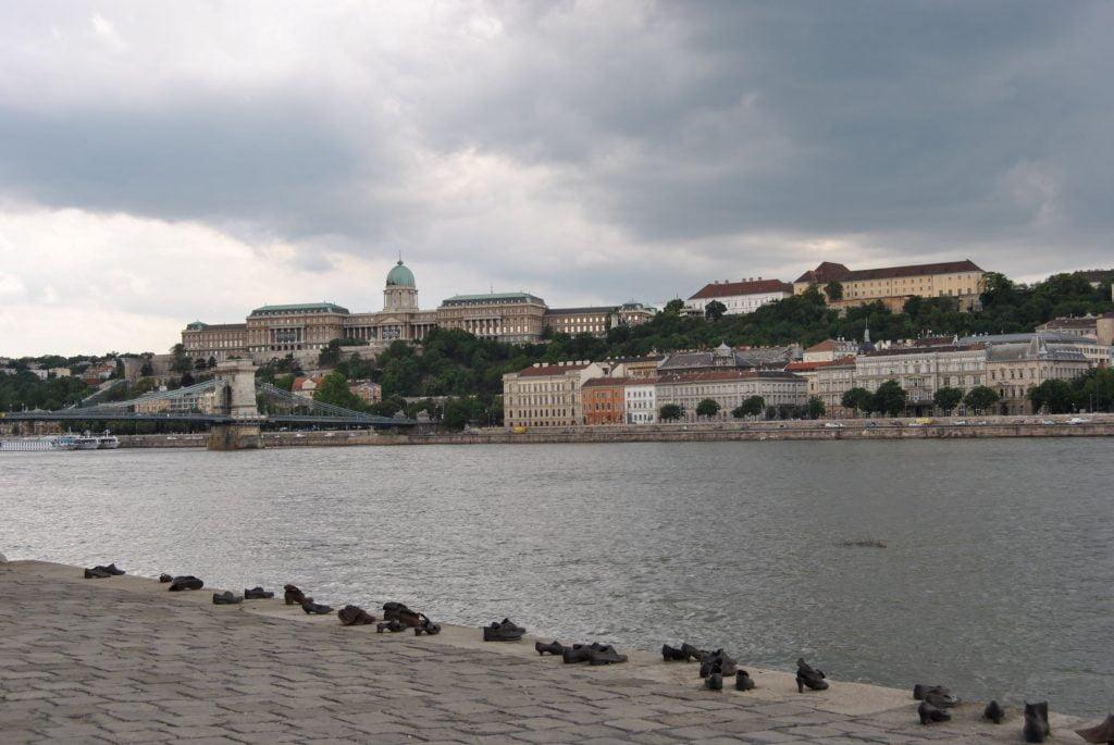 scarpe sulla riva del Danubio_Giorno della Memoria