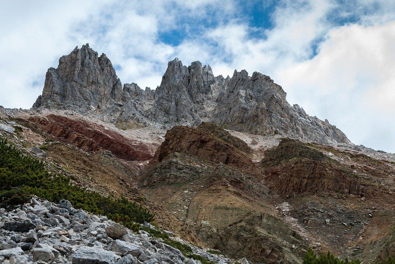 Geoparc Bletterbach_immagine dei vari strati di roccia del canyon