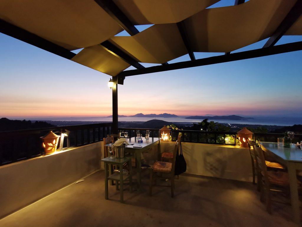 Vista dalla terrazza del ristorante Oromedon a Kos