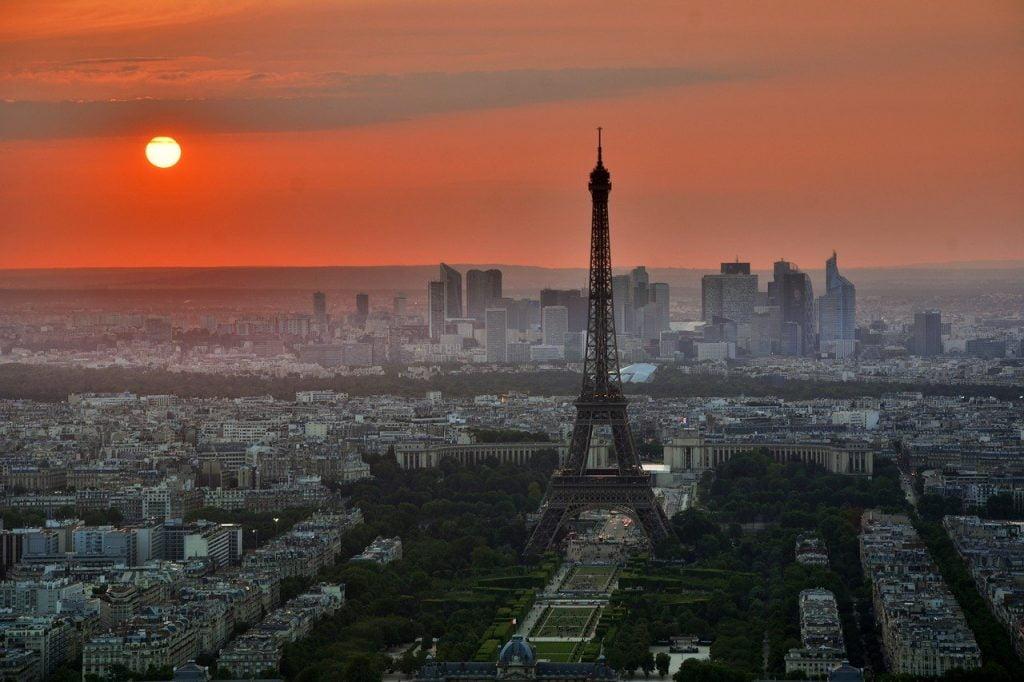 Parigi al tramonto: come trasferirsi a Parigi, la guida completa