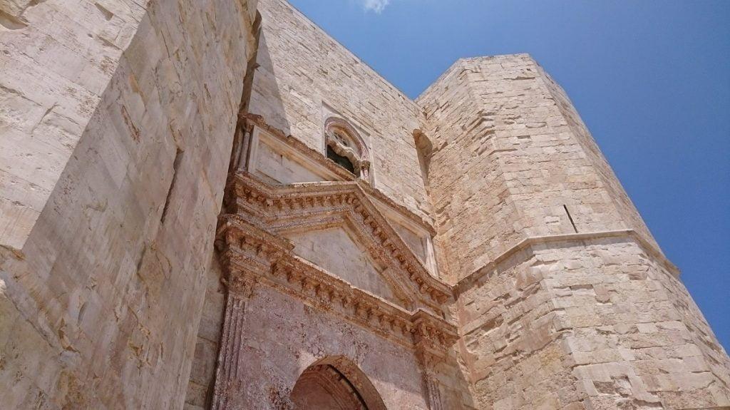 Facciata di Castel del Monte Puglia