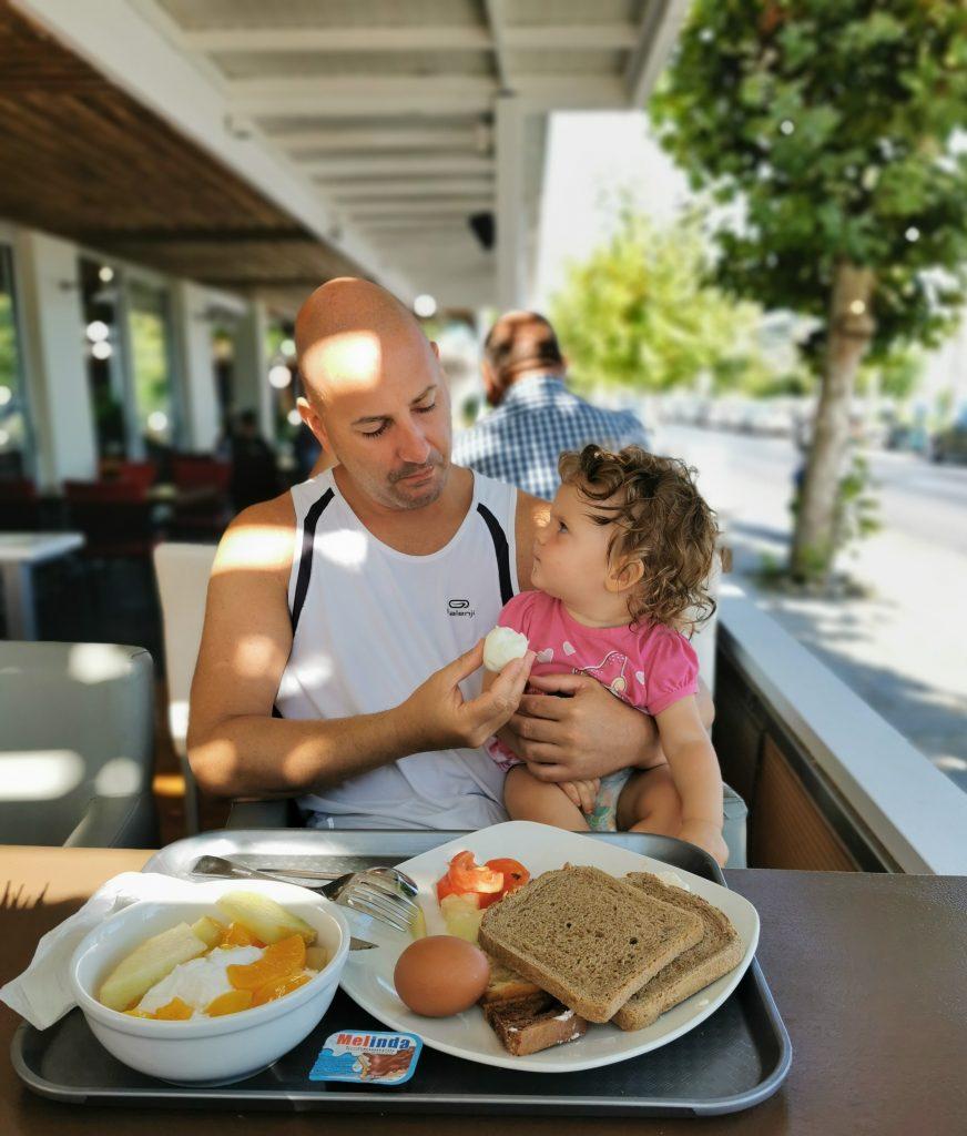 Cosa mangiano i neonati in vacanza