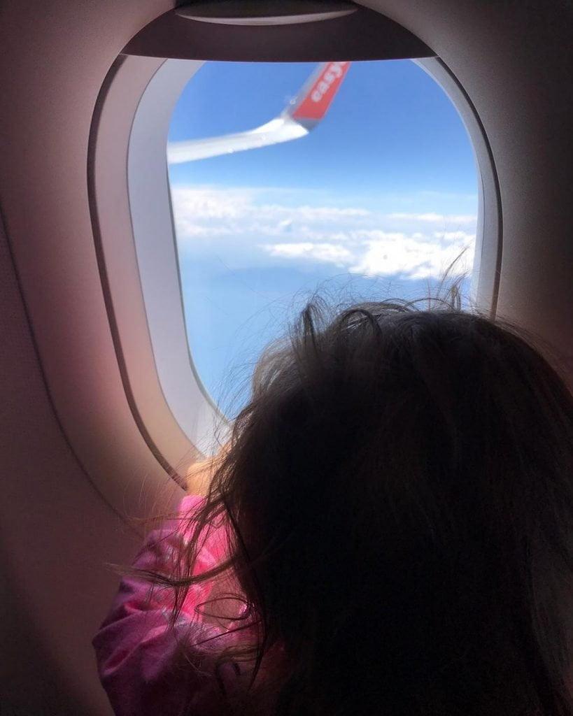 Viaggiare con neonati in aereo