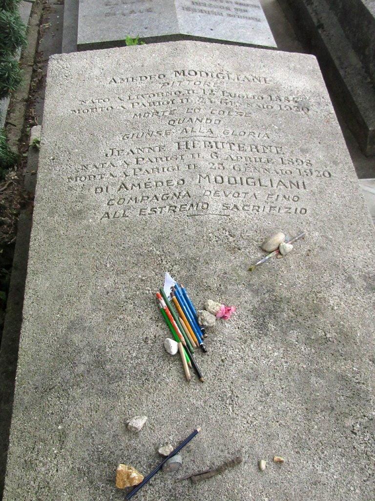 Tomba di Amedeo Modigliani al cimitero Père Lachaise di Parigi