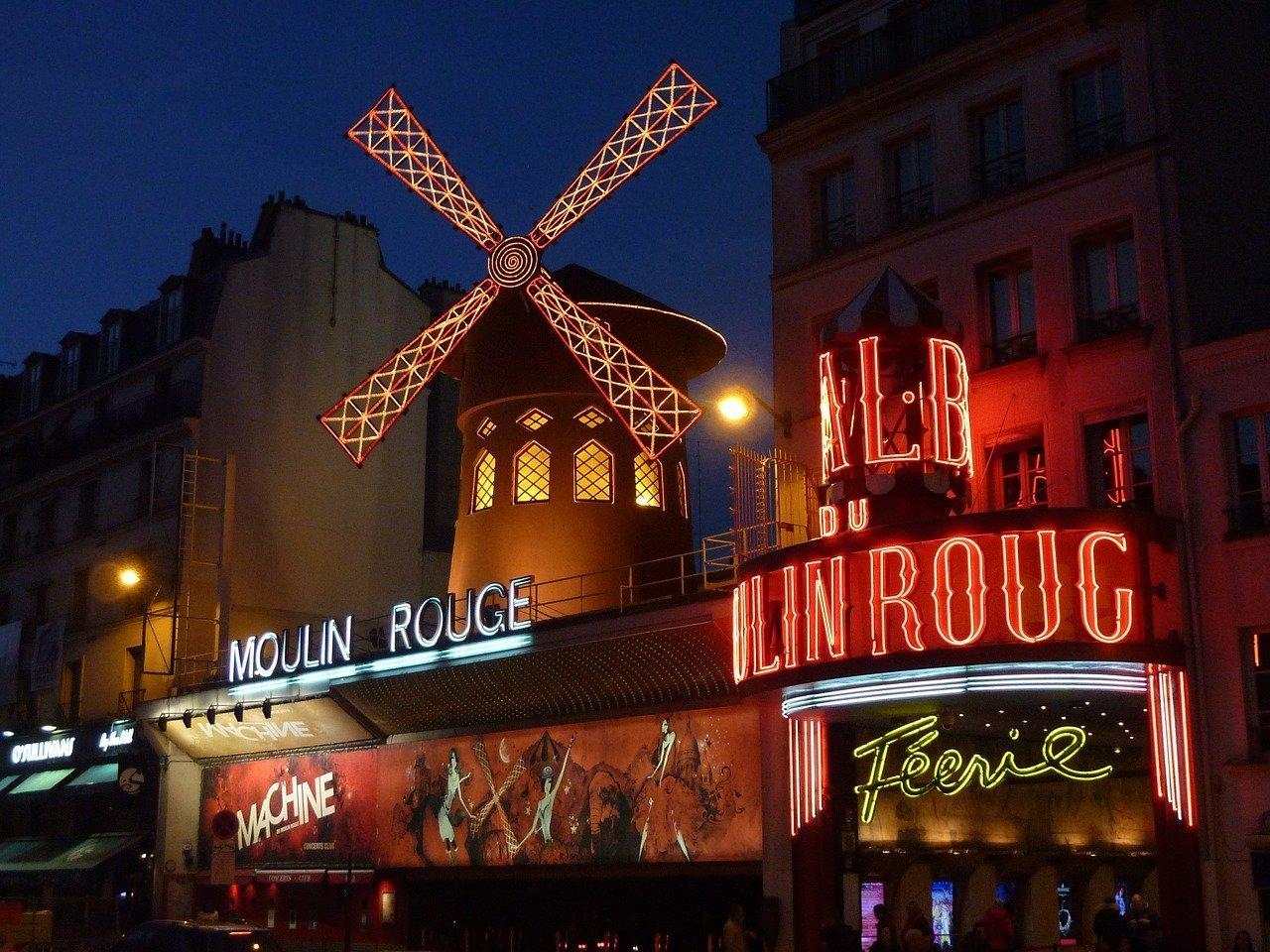 spettacolo al moulin rouge