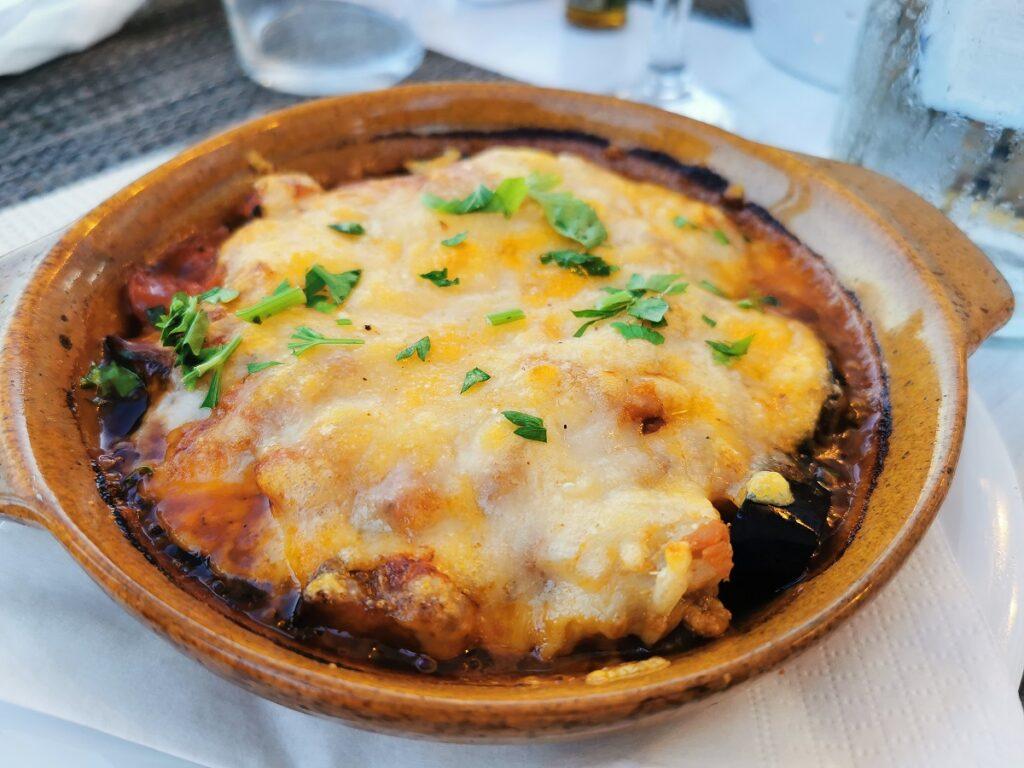 cosa mangiare in grecia: piatti tipici greci moussakà