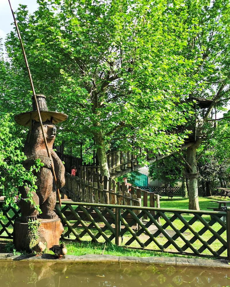 Case sull'albero parco giochi oasi rossi
