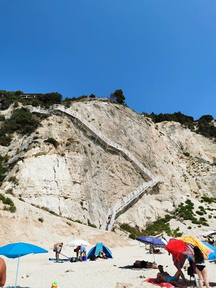 Scala che porta ad Egremni Beach Lefkada